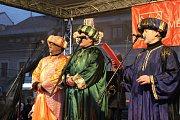 Tradiční průvod Tří králů přilákal stovky lidí a zahájil letošní tříkrálovou sbírku.