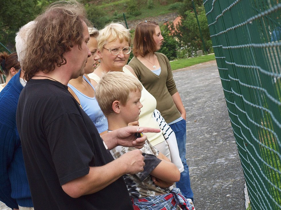 Pavel Křížek doprovází návštěvníky centra.