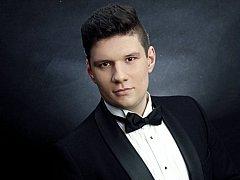 Jubilejní 50. ročník Hudebního festivalu Antonína Dvořáka pokračuje v sobotu 28. dubna sólovým koncertem mladého barytonisty Jiřího Rajniše.