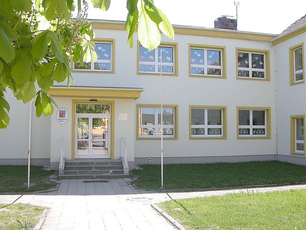 Klučenice. Opravená základní škola.