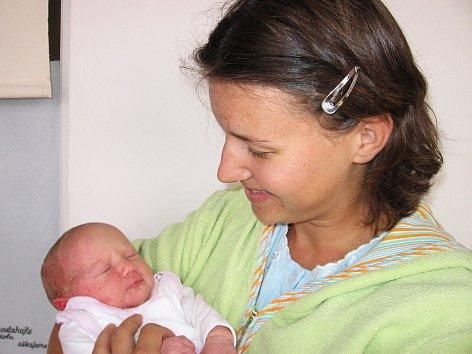 Od čtvrtka 18. září má maminka Štěpánka spolu s tatínkem Karlem ze Smolotel radost ze své první princezničky Karin Šímové, která se narodila s váhou 3,37 kg a mírou 49 cm.