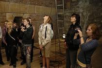 Studenti z Dobříše mohli mimo jiné nahlédnout i do komor v útrobách Karlova mostu.