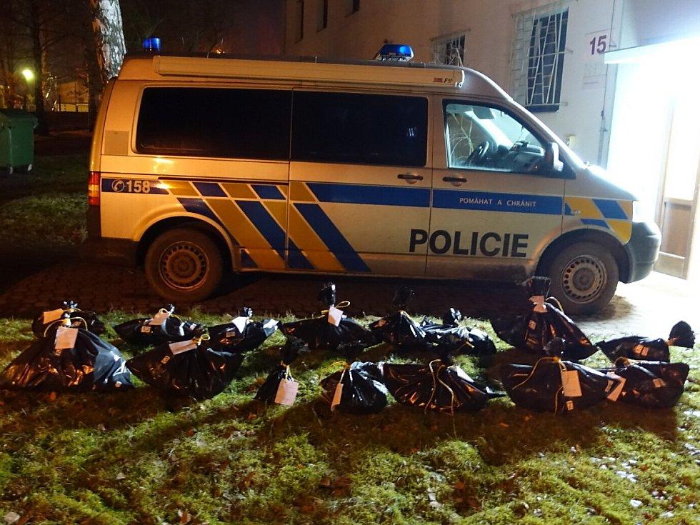 Celkový počet mrtvých zvířat nalezených u Sedlice na Příbramsku je 16. Případ si převzala kriminální policie.