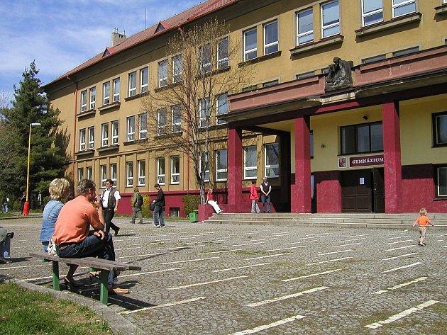 Příbramské gymnázium v ulici Komenského