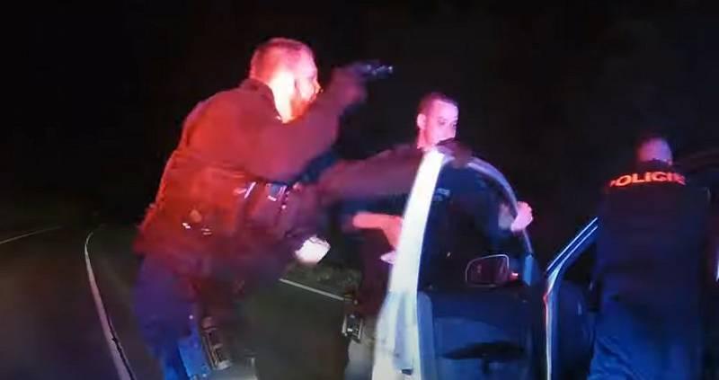 Honička policie s řidičem kradeného auta.