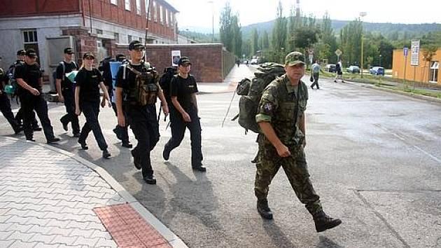 Budoucí policisté prošli náročným vojenským výcvikem