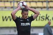 Fotbalisté Jablonce (netradičně v černém) zvládli utkání v Příbrami.
