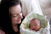 Domů do Dobříše si synka Alexe Loju, který se narodil ve středu 8. dubna, vážil 3,35 kg a měřil 49 cm, odvezou maminka Bibiana, tatínek Jan a dvouletá sestřička Nelinka.