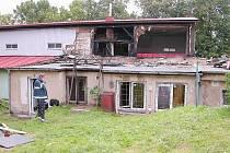 Po požáru bývalé sokolovny s restaurací v Milíně.