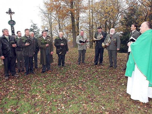 POCTU svému patronovi sv. Hubertovi každoročně vyjadřují členové mysliveckého sdružení a jejich hosté při Svatohubertské mši, která bývá celebrována ve svatojanském kostele. Foto:
