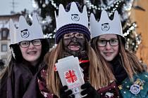 Tři králové na velbloudech v doprovodu skupin koledníků přijeli v pátek do okresního města.