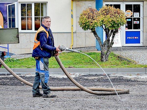 Oprava ulice Zdeňka Vojíře skončí vpátek.