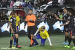 Rozhodčí Jaroslav Pakosta z Příbrami odřídil na mistrovství světa v malé kopané v australském Perthu finálové střetnutí, ve kterém nastoupili proti sobě reprezentanti Mexika (v černém) a Brazílie (ve žlutém).