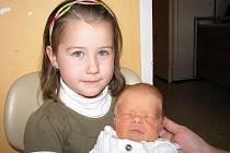 Honzík Greguš se mamince Ivetě a tatínkovi Janovi z Milína narodil ve čtvrtek 4. listopadu, vážil 2,80 kg a měřil 48 cm. Velkou radost z brášky má pětiletá Natálka.