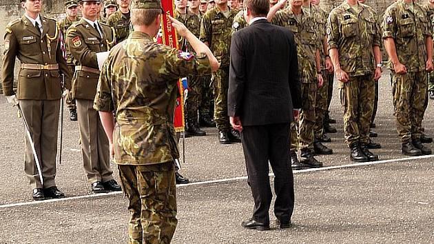 Slavnostní nástup vojáků, kteří se nedávno vrátili z mise v Kosovu.