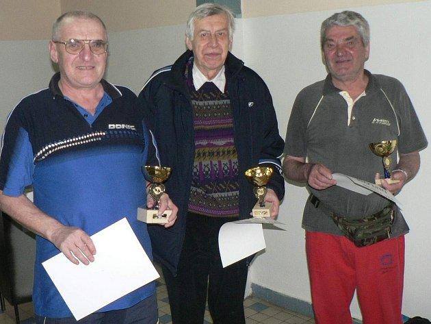 Nejlepší tři v kategorii nad 60 let (zleva): Kadlček, Hlaváč, Havelka.