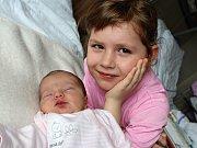 SOFINKA MICHALOVÁ, dcerka Veroniky a Daniela z Příbrami a sestra Adrianky a Lukáška, se narodila v neděli 19. března. Sestřičky jí v ten den navážily 3,07 kg a naměřily 49 cm.