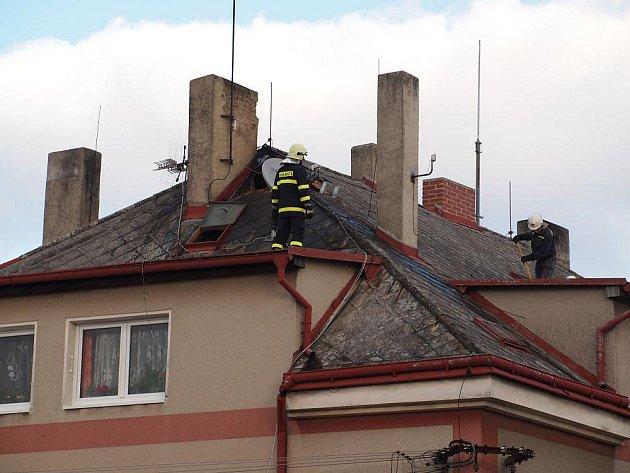 Požár střechy v Petrovicích.
