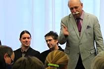 Jeden z týmu autorů knihy Příbram Josef Velfl při představení publikace v příbramské galerii.