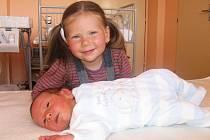 Tříletá Nikolka ze Svojšic má velkou radost z brášky Davida Ptáčka. Ten se mamince Lence a tatínkovi Martinovi narodil v sobotu 4. července a v ten den vážil 3,47 kg a měřil 52 cm.