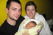 V sobotu 24. dubna si maminka Danka spolu s tatínkem Martinem z Příbrami poprvé pochovali svého prvorozeného synka Artura Sztacho, kterému sestřičky v porodnici po narození navážily 3,97 kg a naměřily 52 cm.