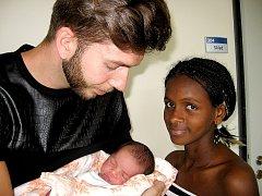 Od soboty 24. května mají maminka Amina a tatínek David z Nové Vsi pod Pleší radost ze synka Dariuse Langera, vážil 3,04 kg a měřil 47 cm. Svět bude zkoumat s roční sestřičkou Naomi.