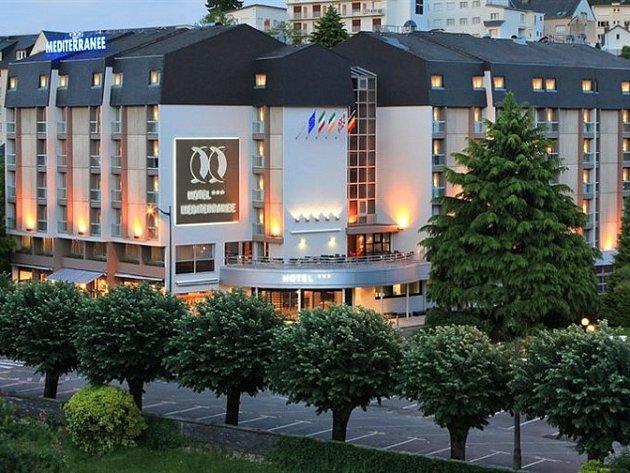 Studenti Integrované střední školy HPOS v Příbrami využili příležitost zúčastnit se dvouměsíční stáže v jednom z prestižních hotelů ve Francii.