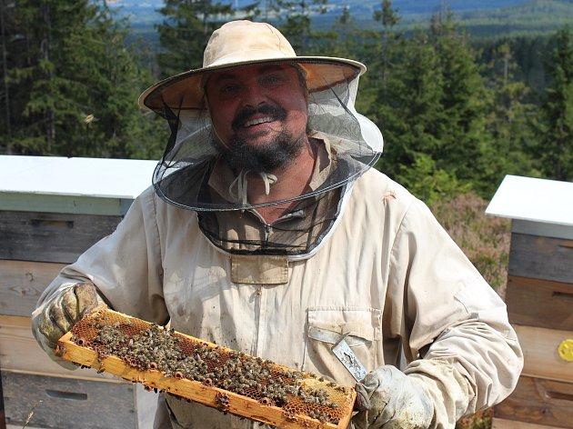 Včelař, mykolog a bylinkář Petr Knápek.