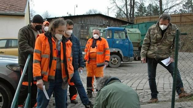 V pondělí 15. března testovali vyškolení dobrovolníci Českého červeného kříže antigenními testy zaměstnance Technických služeb města Příbram.