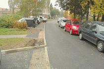 Příbramské ulice po opravě. Úzké, bez chodníků. Ulice Boženy Němcové.