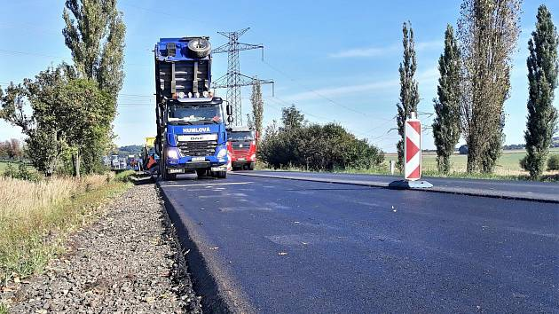 Oprava silnice I/4 u Chraštic.