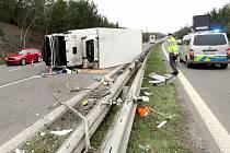 Nehoda náklaďáku u Nové Vsi pod Pleší.