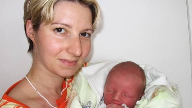 Rovných 50 cm měřil a 3,50 kg vážil po příchodu na svět v úterý 26. srpna Tomáš Fára. Maminka Zuzana a tatínek Luděk si svého prvorozeného synka odvezou domů do Příbrami.