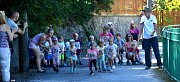 Na start hlavního závodu přes Litavku se postavilo 191 běžců. Do toho nejsou počítány děti, které měly samostatné závody po rovinkách podél Litavky poté, co dospělí běžci vyběhli.