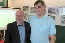 Předseda OFS Příbram Martin Havel (vpravo) s předsedou pravidlové komise FAČR Jiřím Kurešem.