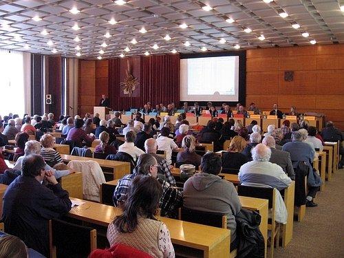 Zastupitelé na mimořádném zasedání řešili otázku privatizace bytů a rozpočet města na rok 2009