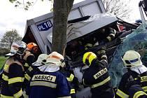 Dopravní nehoda nákladního auta s pivem na silnici III/1756 mezi obcemi Drahenice a Draheničky.