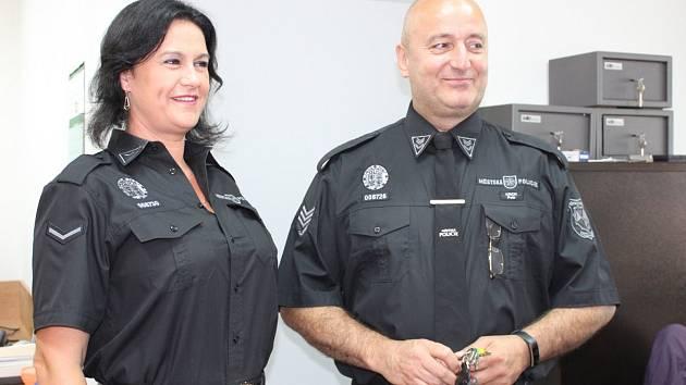 Velitel sedlčanský strážníků Petr Krch (vpravo) je za nové prostory rád.