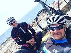 SOUSTŘEDĚNÍ ve Španělsku absolvoval Jan Tománek (vpravo)  s   J. Věnečkem , který mu pomáhal s přípravou.