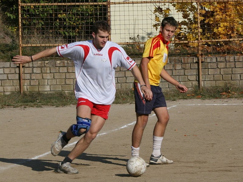 3. liga: Real Žežice (bílí) - Jehněčí podkovy (2:2).