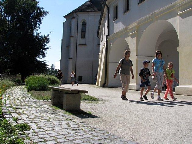 Březnický zámek je hojně navštěvovanou památkou na Příbramsku