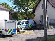 Kriminalisté vyšetřují nález dvou mrtvých lidí ve Hvožďanech.