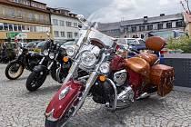 V rámci sedmého ročníku akce Route 66 se v Příbrami sejde na několik stovek milovníků motoristického sportu. Někteří dorazí zaparkovat a vystavit své miláčky, jiní se aktivně zúčastní i samotného závodu.