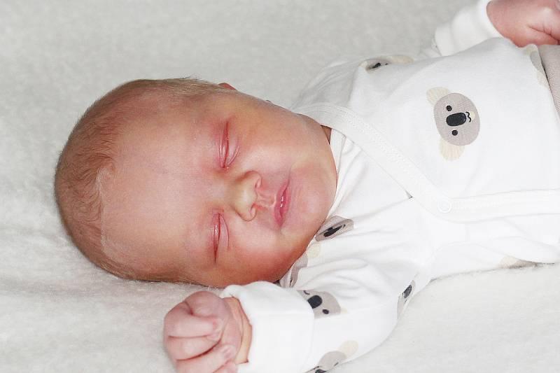Adam Šmíd se narodil 14. září 2021 v Příbrami. Vážil 3780 g a měřil 52 cm. Doma v Příbrami ho přivítali maminka Michaela a tatínek Tomáš.