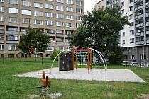 Dětské hřiště v ulici Budovatelů.