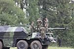 """Letos poprvé se pětadvacet """"záložáků"""" od 18 do 60 let věku sjelo do Jinec na cvičení, jenž mělo za úkol příslušníky aktivních záloh naučit obsluze 152 mm ShKH DANA vz. 77."""