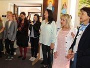 Vernisáž výstavy klientů Farní charity Starý Knín začala v pátek v 17 hodin v budově Muzea zlata, pobočky Hornického muzea Příbram.