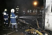 Příčinou požáru chaty je zřejmě únik plynu.