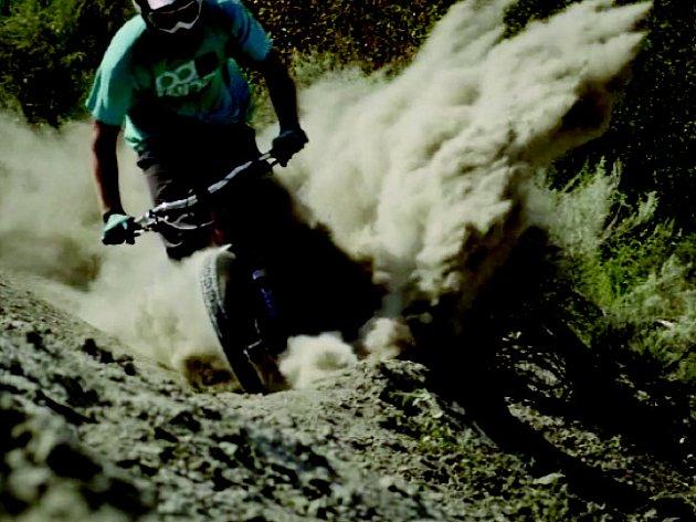 Jeden ze snímků se bude věnovat závodům na kolech v extrémních podmínkách
