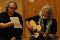 Do online prostoru se se svým představením Muži z Hauzu tento týden přesunou i Libor Michvocík (vlevo) a Petr Vašina.